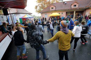 Feiern, tanzen und essen
